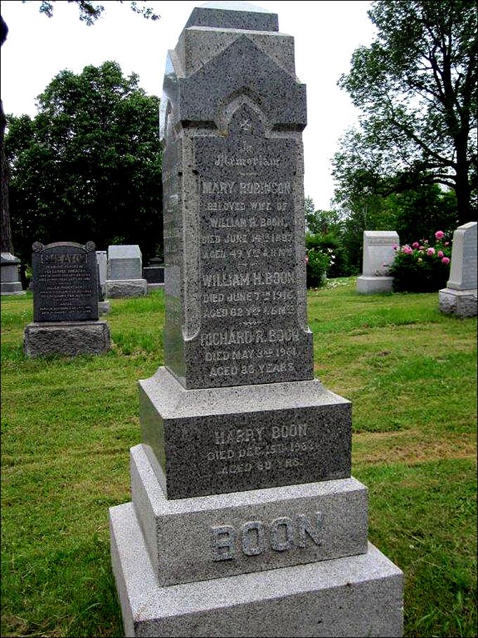 """Могила Ричарда Робинсона """"Дики"""" Буна на Королевском мемориальном кладбище Монреаля"""