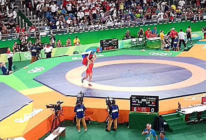 Садулаев празднует победу
