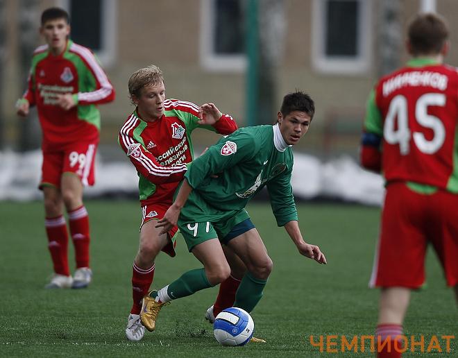 Игорь Смольников в матче за молодёжный состав «Локомотива»