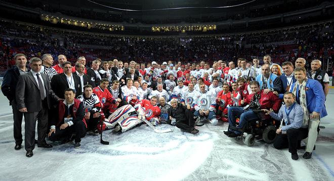 10 мая 2010 года. Сочи. Участники и организаторы Гала-матча Ночной хоккейной лиги