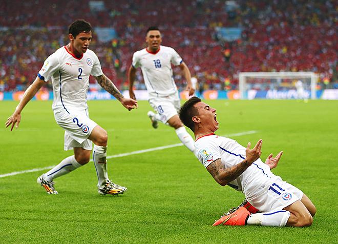 Чемпионат мира — 2014. Группа B. 2-й тур. Испания – Чили – 0:2. Только что Эдуардо Варгас (№11) открыл счёт
