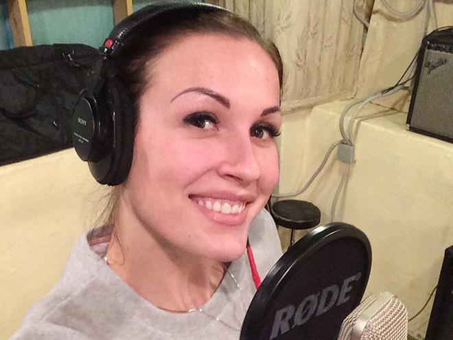Людмила Малофеева в студии звукозаписи