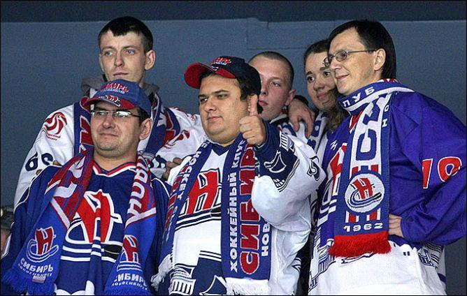 """Болельщики """"Сибири"""" хранят оптимизм. Несмотря на нынешние невзгоды, команда все равно больше их радует, нежели огорчает."""