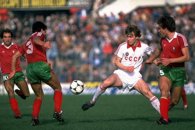 13 ноября 1983 года. Португалия — СССР — 1:0. В центре — Сергей Родионов