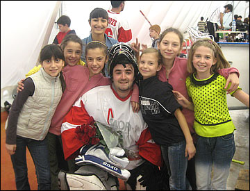 Константин Саникидзе и многочисленные фанаты