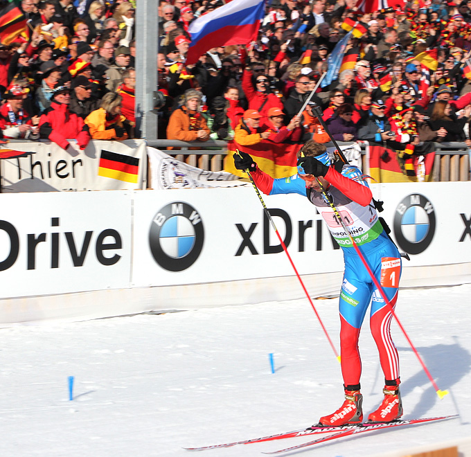 Антон Шипулин передаёт эстафету лидером этапа