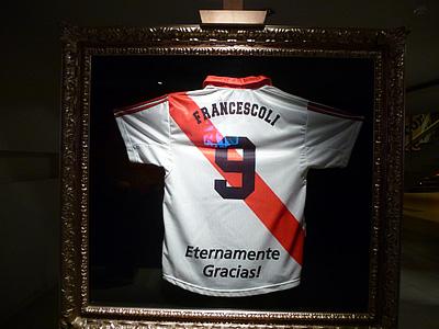 Футболка одной из главных легенд в истории клуба — уругвайца Энцо Франческоли