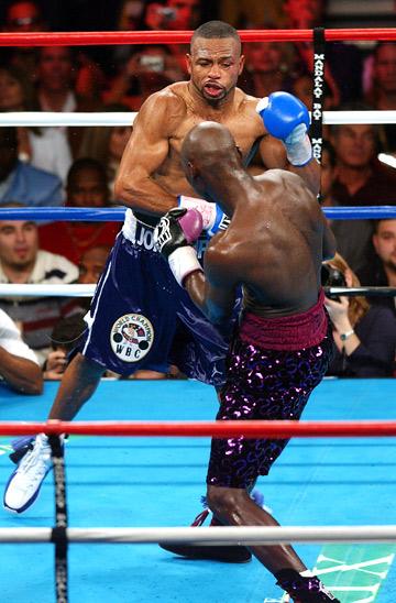 15 мая 2004 года. Полутяжёлый вес. Соперник – Антонио Тарвер. Технический нокаут во втором раунде.
