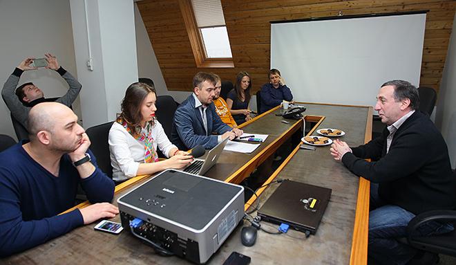 Евгений Гинер с журналистами «Чемпионата»