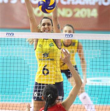 Таиса Менезес — блокирующая бразильской команды
