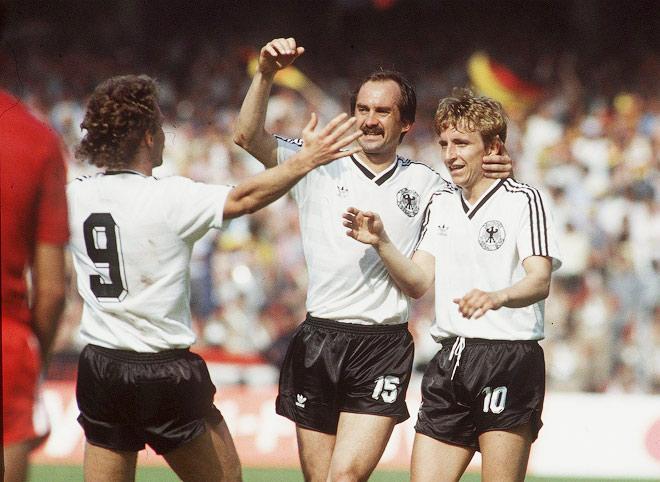 В 1982 году сборная ФРГ, чтобы выйти из группы, сгоняла «договорняк» со сборной Австрии