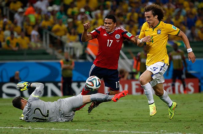 Из тех, кто играл на домашнем чемпионате мира, в составе бразильцев остались только Давид Луис, Дани Алвес и Фернандиньо