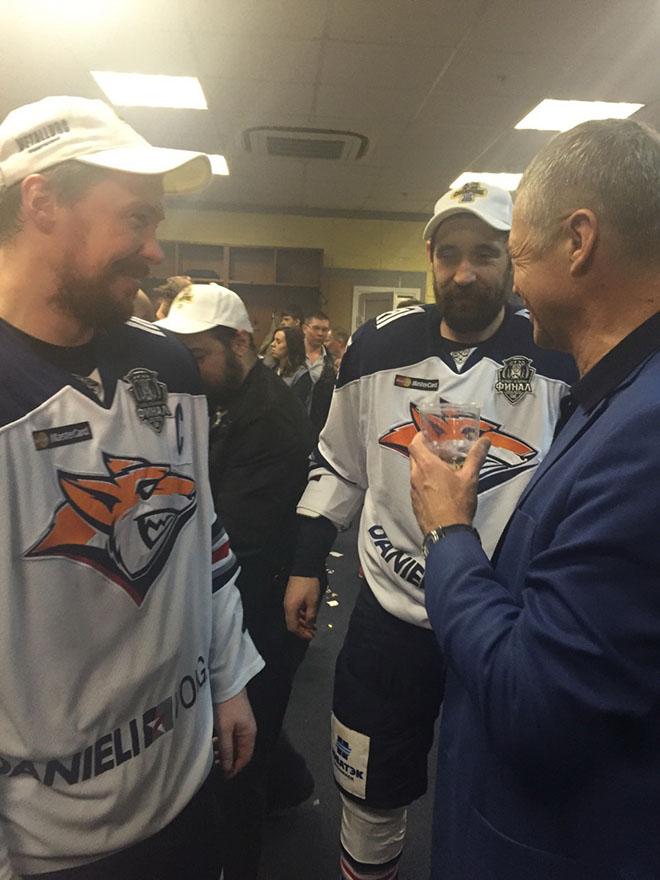 Медведев поздравляет Мозякина