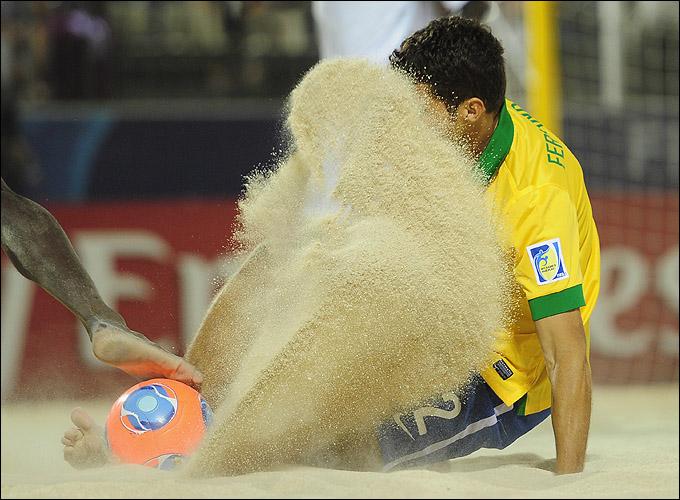 Не рой другому яму в песке…