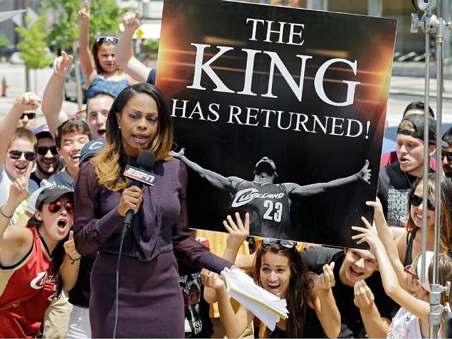 Болельщики радуются возвращению Леброна Джеймса в «Кливленд»