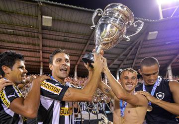 """""""Ботафого"""" выиграл чемпионат штата Рио в мае 2013 года"""