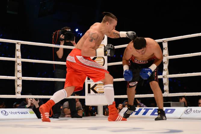 В бою против Усика Ромеро не продержался и пяти раундов