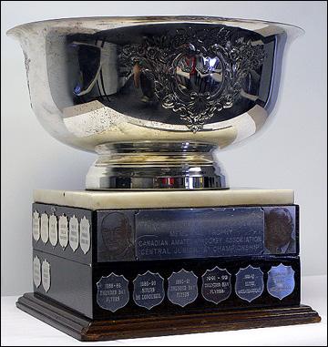 Кубок Дадли и Хьюитта. Вручается с 1996 года победителю турнира юниорских лиг Канады