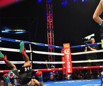 """""""Марес словно подкошенный брыкнулся на настил ринга, показав зрителям зелёные подошвы своих боксёрок"""""""