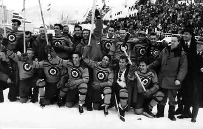Сборная Канады — Олимпийские чемпионы 1948 года. Крайний справа — Джордж Дадли