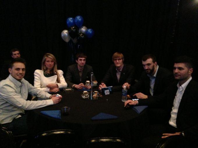 Справа налево: агент Шведа Обрад Фимич, Никола Пекович, Андрей Кириленко, Алексей Швед, его девушка Настя и брат Дмитрий