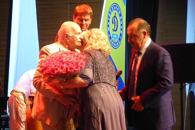 Газзаев и его жена Белла благодарят Зельдина