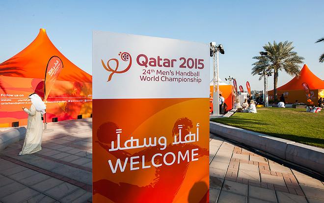 Баннер возле одной из арен в Дохе