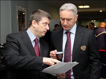 Пресс-атташе сборной России Михаил Захаров и главный тренер Занэтула Билялетдинов