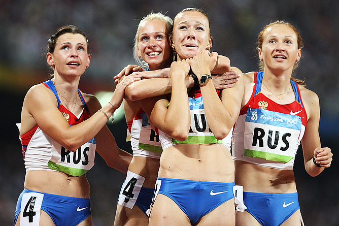 Золотая олимпийская эстафетная четвёрка: Юлия Чермошанская, Александра Федорива, Юлия Гущина и Евгения Полякова