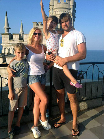 Руслан Берников с семьей