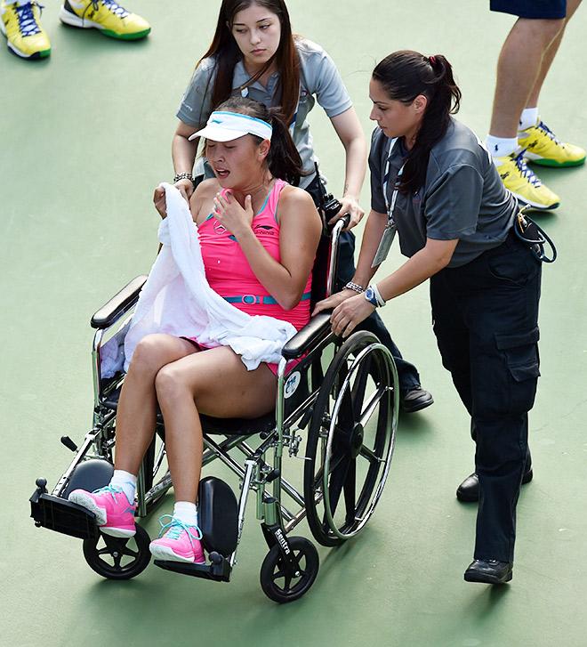 Шуай покинула корт на инвалидной коляске
