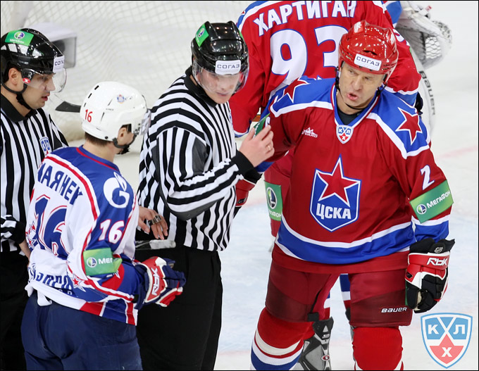 В трудные для родного ЦСКА времена Вячеслав Аркадьевич… вернулся на лёд!