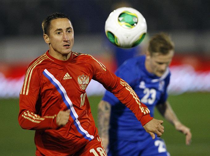 Россия — Исландия — 2:0. С мячом Владимир Быстров