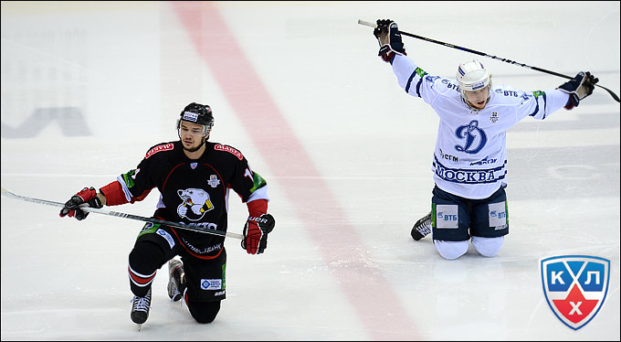 Егор Дугин (слева) вышел на лёд впервые с 23 марта