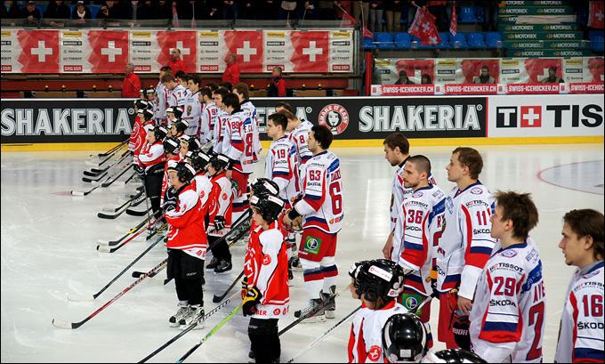 5 апреля 2013 года. Фрибург. Еврочеллендж-2013. Швейцария — Россия — 2:1. Звучат гимны стран-участниц матча