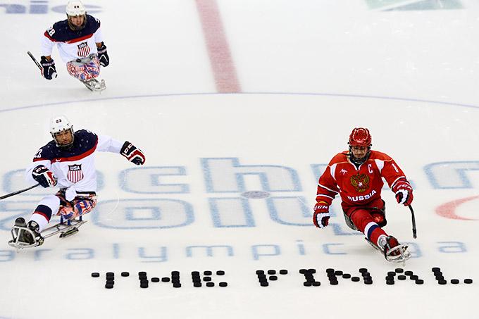 """""""Это финал"""". Перед решающим матчем следж-хоккейного турнира между Россией и США"""