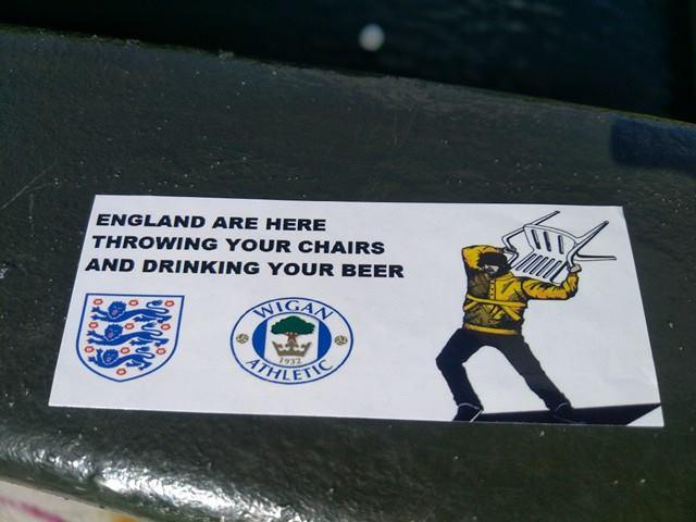 Наклейки английских болельщиков в Тулузе