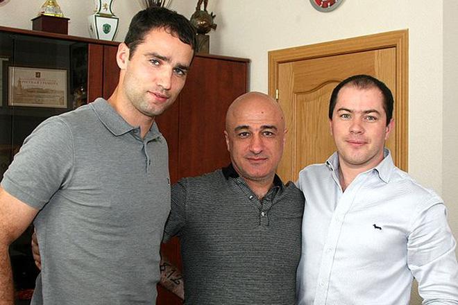 Роман Широков, агент игрока Арсен Минасов и генеральный директор «Спартака» Роман Асхабадзе