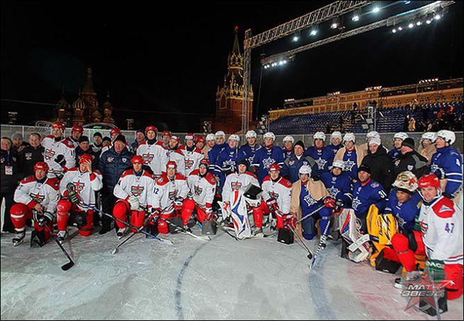 А начинались матчи Всех звезд КХЛ на Красной площади.