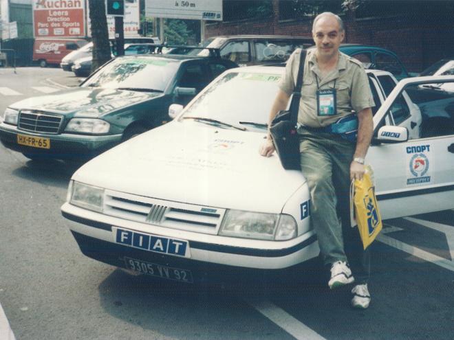 Лев Россошик и спонсорский автомобиль<