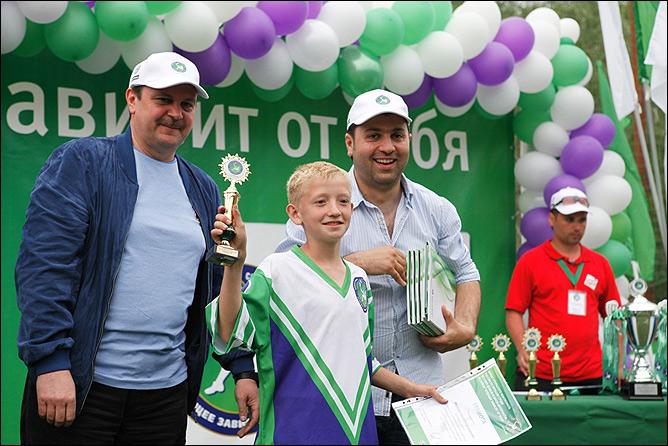 Сергей Солдатенков и Таш Саркисян награждают победителей