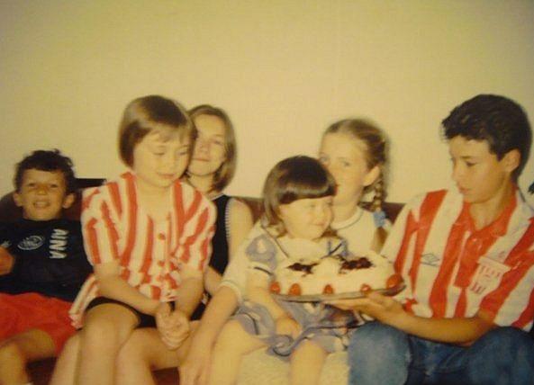 1994 год. Швеция. Роман (крайний слева) и Алексей (крайний справа) Ерёменко на праздновании дня рождения знакомой из русскоязычной семьи