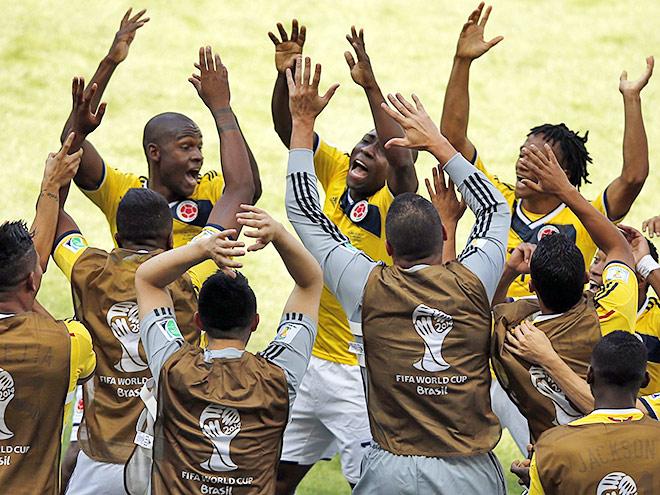 Колумбийцы празднуют взятие ворот сборной Греции