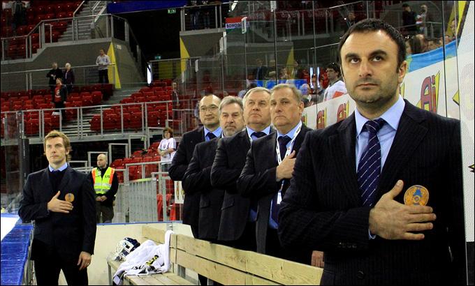 Шуми Бабаев и тренерский штаб сборной Казахстана