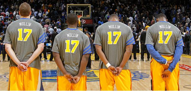 """Баскетболисты """"Уорриорз"""" приоделись в честь увековечения под сводами арены номера 17 Криса Маллина"""
