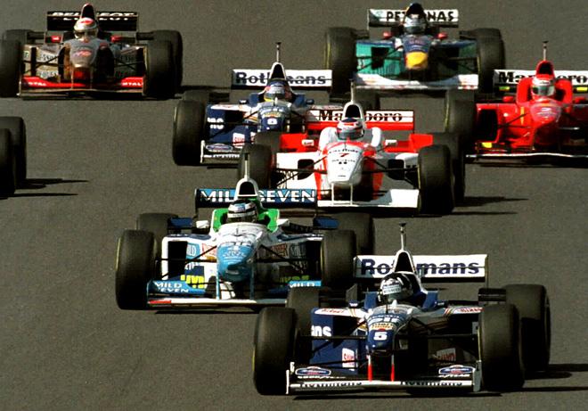 Деймон Хилл лидирует на Гран-при Японии 1996 года