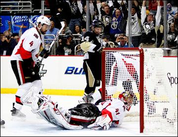 """14 мая 2013 года. Питтсбург. Плей-офф НХЛ. 1/4 финала. Матч № 1. """"Питтсбург"""" — """"Оттава"""" — 4:1. """"Питтсбург"""" забрасывал шайбы на любой вкус"""