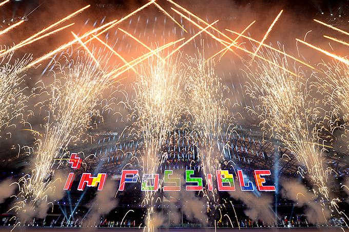 """""""Всё возможно"""". Фейерверк во время церемонии закрытия Паралимпиады"""