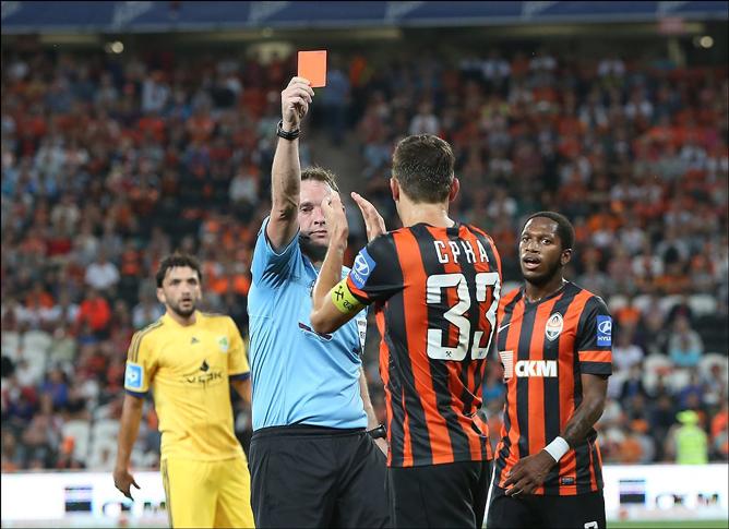 Красная карточка Срне