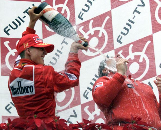 Михаэль Шумахер и Жан Тодт на подиуме Гран-при Японии 2000 года